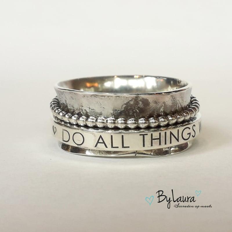 "Zilveren draairing ""Do all things with love""   ringmaat 18"