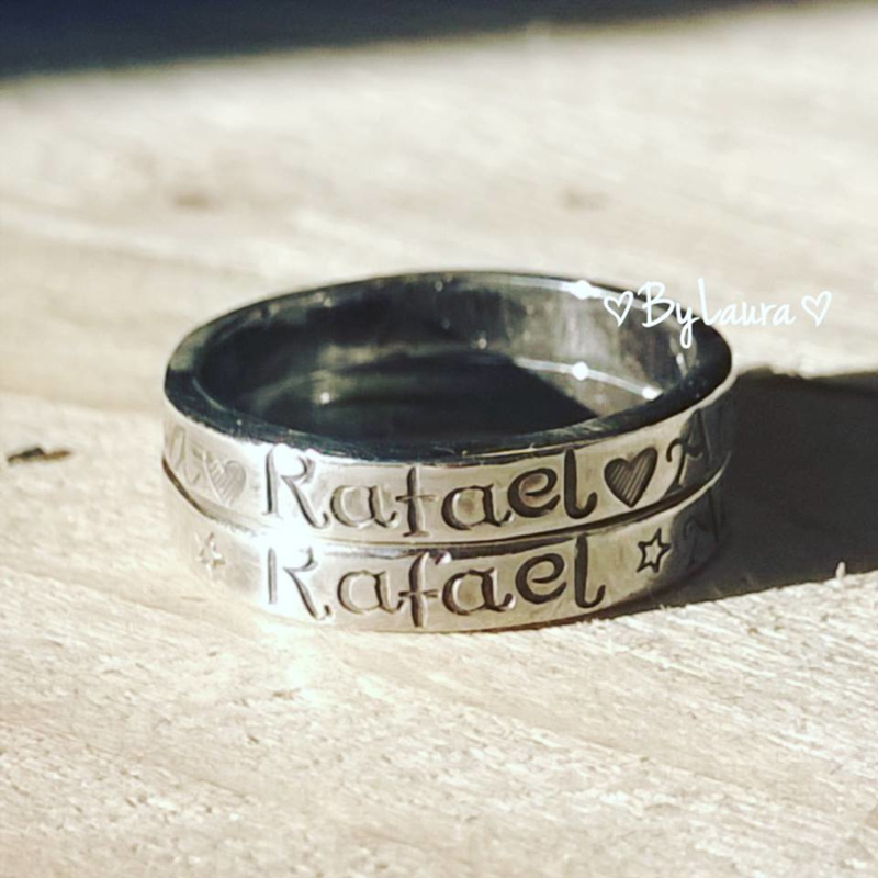 Smalle zilveren ring met persoonlijke tekst