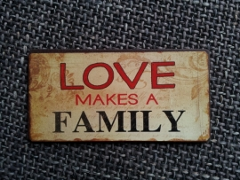 "Magneet spreuk ""Love makes a family"""