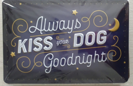 "Metaalplaat hond ""Always kiss your dog goodnight"" 20x30cm in reliëf"