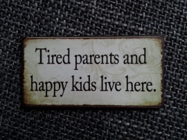 "Magneet spreuk ""Tired parents Happy kids"""