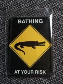 """Metaalplaatje """"Bathing at your risk"""" 8 x 11 cm"""