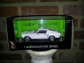 Schaalmodel Ford Mustang Signature Series  1/43