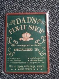 """Metaalplaatje """"Dad's Fit-it shop"""" 8 x 11 cm"""