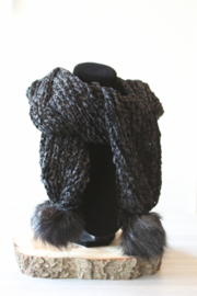 Sjaal chenille pompon zwart
