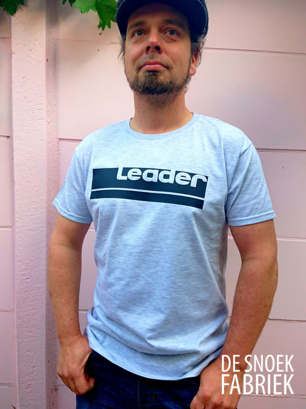 T-shirt leader