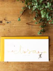 Geboortekaartje Elisa! Okergeel, lief aapje en handgeschreven