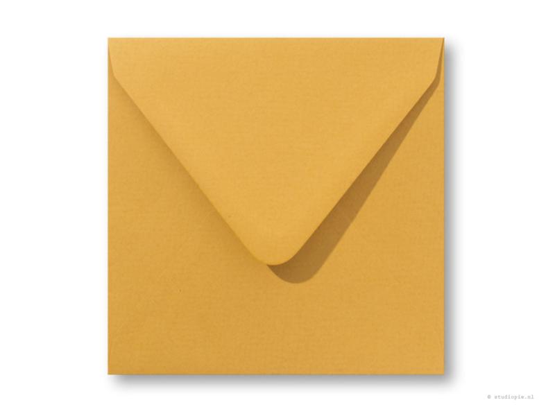 vintage oker gele envelop  14 x 14 cm.