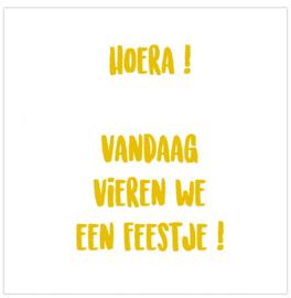 Label-R   Magneet Hoera! Vandaag Vieren We Een Feestje! (okergeel)