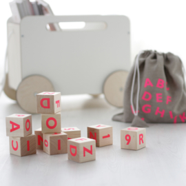 ooh noo alphabet blocks (roze)