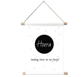 Label-R   Textielposter Hoera Vandaag Vieren We Een Feestje!
