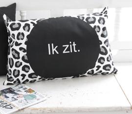 Label-R | Buitenkussen Panterprint Met Tekst Ik zit.