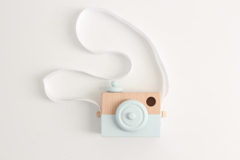 Manowoods Houten speelgoed camera (mintgroen)