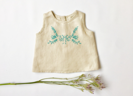Green embroidery sleevless blouse