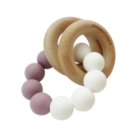 Basic Rattle in de kleur Mauve / Wit