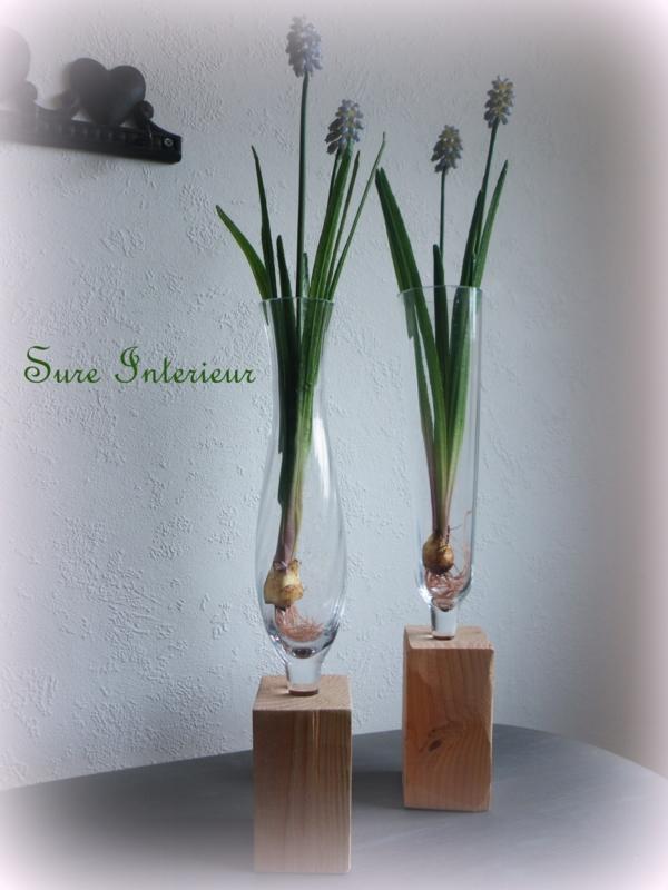 Vaas op houten sokkel ''bol model''