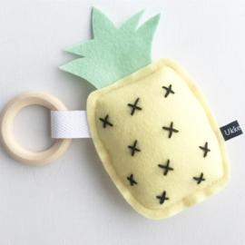 Ananas rammelaar