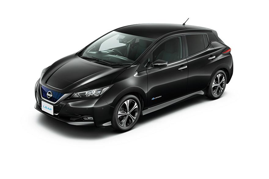Nissan Leaf Eplus 60kWh laadpaal en laadkabel