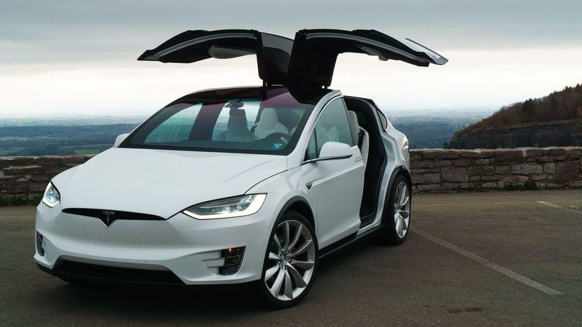 Tesla Model X laadkabels en laadpalen