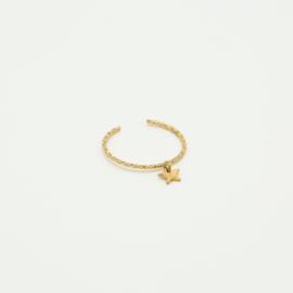 Ring met hangend sterretje goud