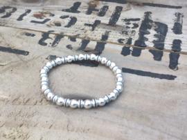Metalen (hematite) kralenarmband.