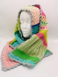 Pastelkleurige sjaal met wat felle kleurtjes