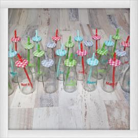 Glazen flesje met rietje