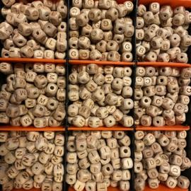 Letterkralen - hout 10mm gegraveerd
