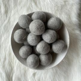 Vilten balletjes - licht grijs