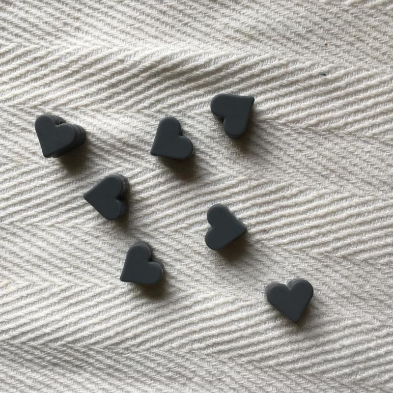 Small heart - darker grey