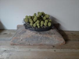Stoere robuuste oude houten poer kandelaar ornament landelijk blok  vensterbank sober 2