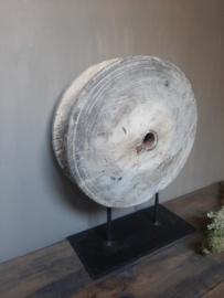 Oud houten katrol pully op standaard