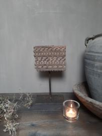 Oude batik stempel op standaard