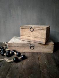 Oud houten kistje (bovenste)