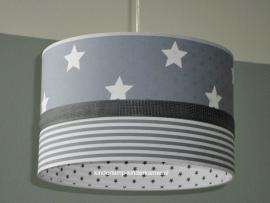 Jongenslamp lichtgrijs witte sterren mini streepjes en sterretjes