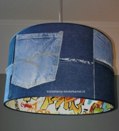jongenslamp graffiti en jeans