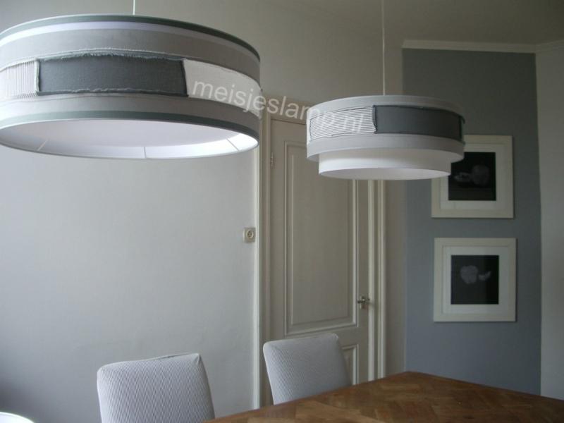hanglampen grijs wit boven eettafel