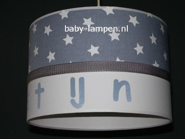 Jongenslamp met naam Tijn lichtgrijze sterren