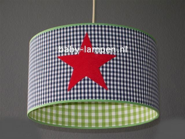 Jongenslamp   donkerblauw ruitjes 3x rode sterren limegroen ruitje
