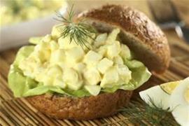 Belegd broodje eiersalade