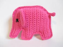 Rammelaar gehaakt olifantje