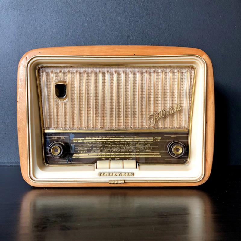 """Vintage Radio """"Revamped"""" (Prijs op aanvraag)"""