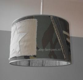 Stoere legerlamp met grijs steigerhout