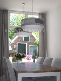 Lampenkappen boven de eettafel