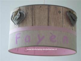 meisjeslamp met naa en stoffen harten beige roze steigerhout