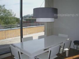 Lampenkap boven eettafel