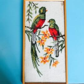 Borduurwerk tropische vogels