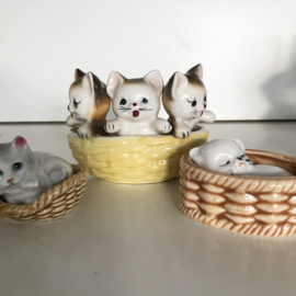 Set van 3 vintage poesjes in mand