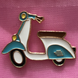 Pin retro scooter