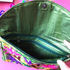 Geborduurde tas groen
